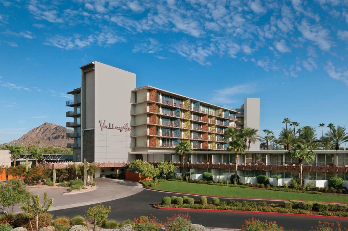 Hotel Valley Ho Porte Cochere